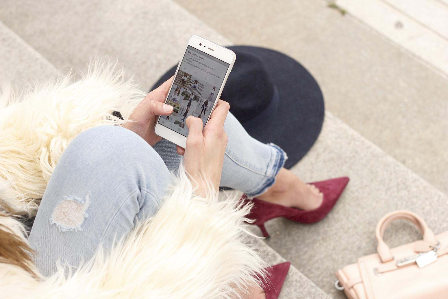 Faux Fur white coat jeans uterqüe heels navy hat coach bag style fashion07