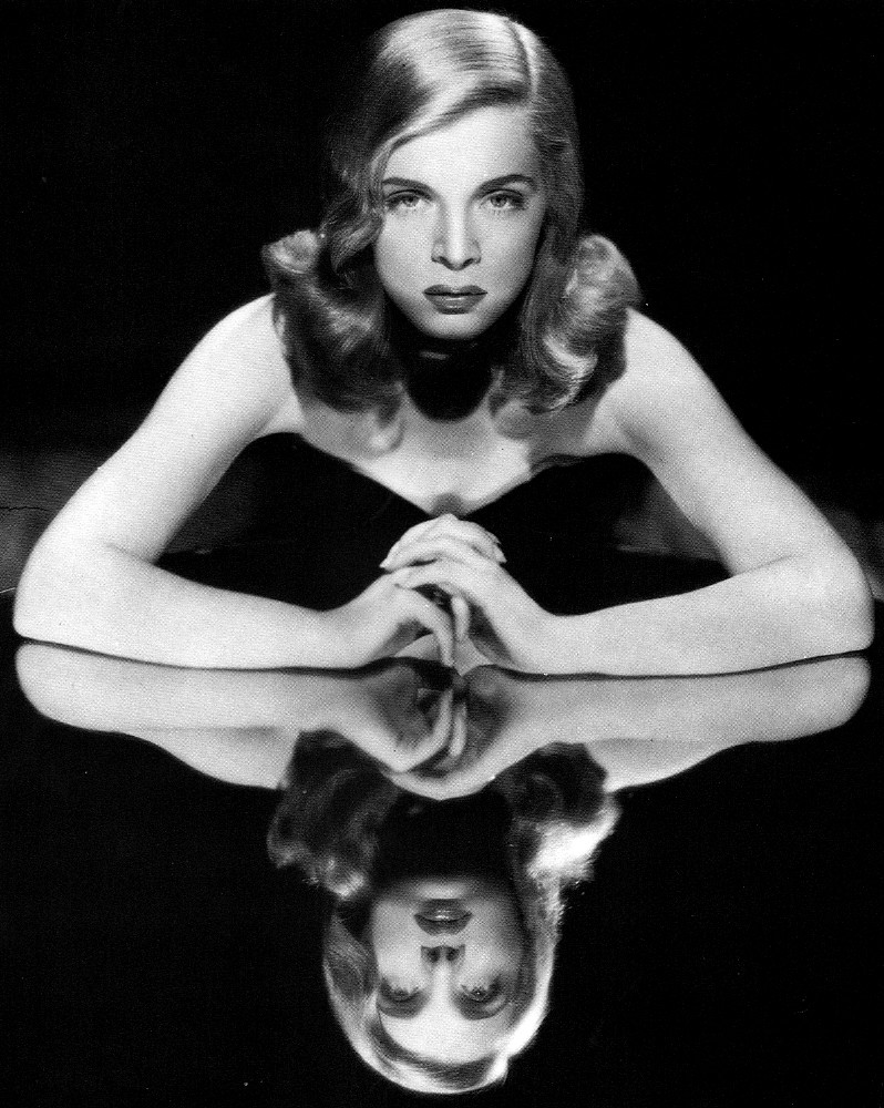 Elisabeth Sladen foto