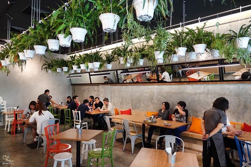 makemake cafe interior