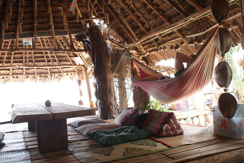 Hamac dans un bar de bamboo de Koh Lanta, un endroit agréable avec ou sans cannabis.