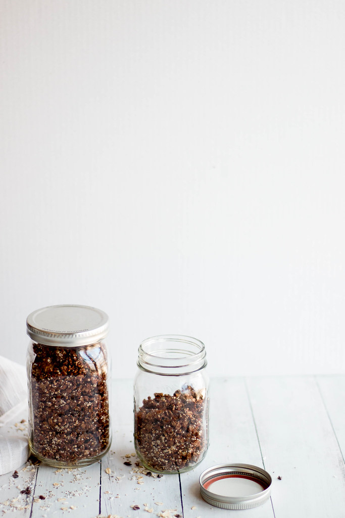 chocolate coconut granola // hemp seeds + quinoa