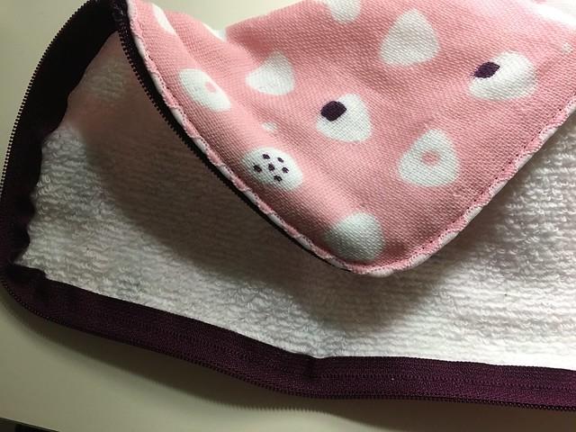 外頭是紗布巾材質,裡頭是細緻柔軟的毛巾纖維@EYEUP POUCH毛巾收納袋