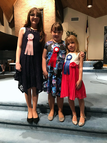 Julia, Lucy, and Phoebe at the 2017 Ribbon Festival