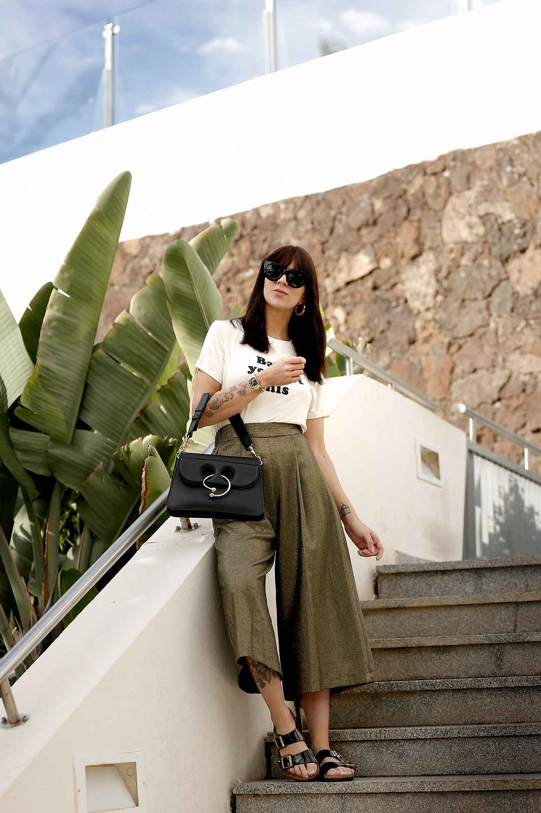 outfit statement print shirt quote cute bangs brunette holiday travel banana leaf palm tree tropical culottes zara j.w.anderson pierce bag céline audrey sunglasses birkenstock sandals cats & dogs ricarda schernus fashionblogger modeblog düsseldorf 7
