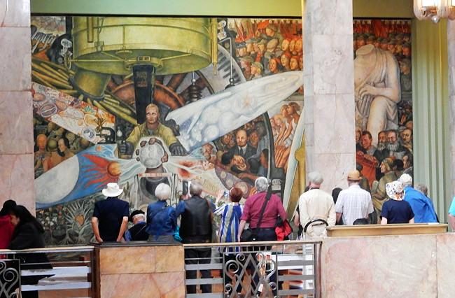 mural-inside-palacio