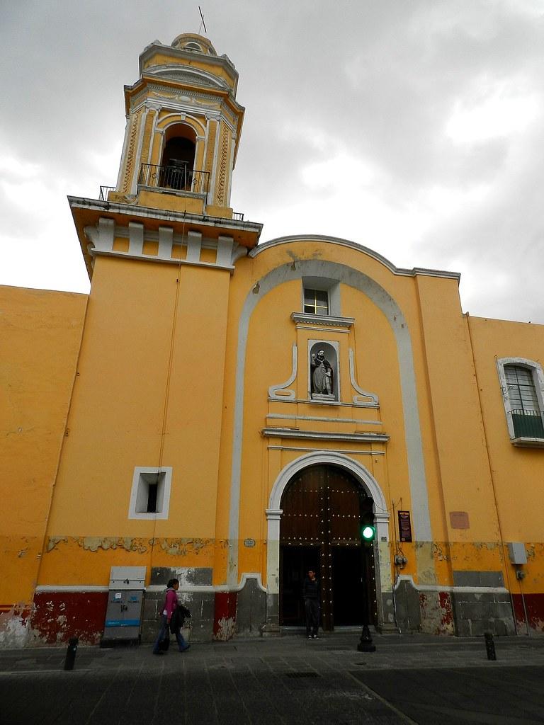 Vista de la iglesia de San Roque desde la calle 6 Norte