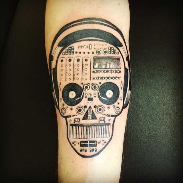 Tattoo Skull Technics Turntable Cdj