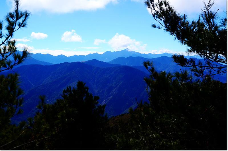 石水山主峰(2895峰)南眺