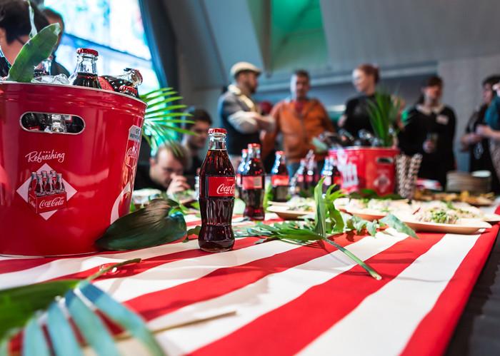 coca-cola cokis pienet lasipullot kattaus tuotelanseeraus tilaisuus