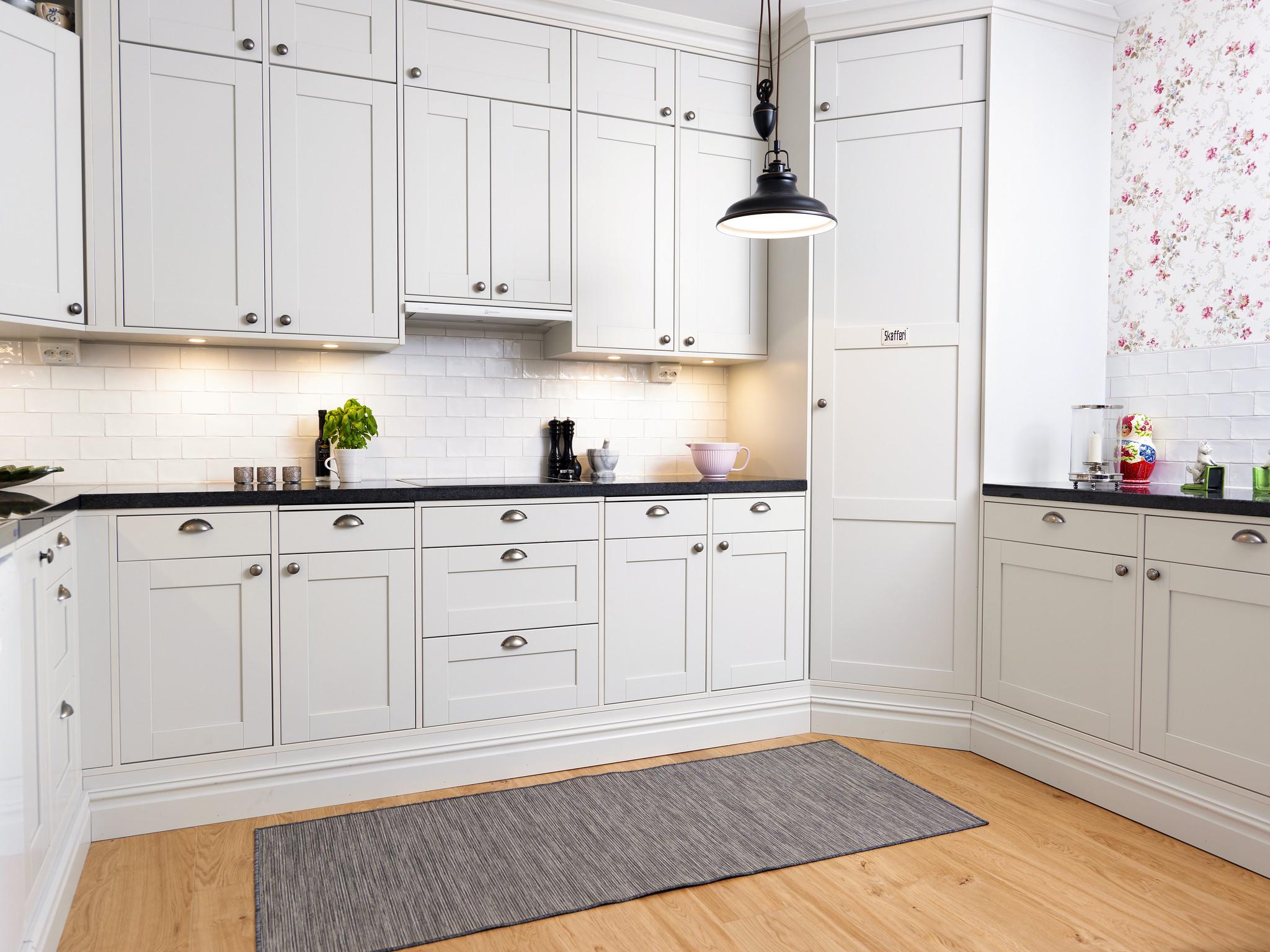Světlá kuchyň - čisté linie