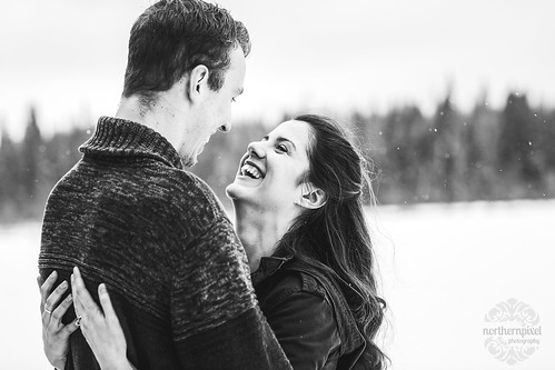 Snowy Winter Engagement Session | by Shauna Stanyer (Northern Pixel)