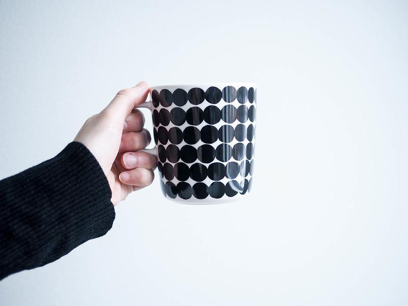 P1281639.jpgMarimekkoRäsymattoKahvimuki, but first coffee, morning, aamu, mutta ensin kahvia, marimekko, muki, kuppi, mug, cup, mustavalkoinen, black and white, kahvi, coffee, kahvimuki, coffee mug, oiva muki, räsymatto, siirtolapuutarha, finnish design, suomalainen muotoilu, astiat, keittiö, kitchen,