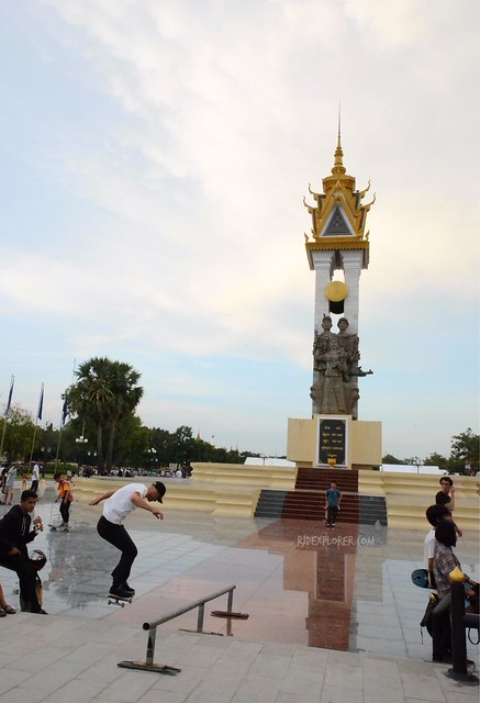 phnom penh below 24 hours cambodia vietnam friendship monument
