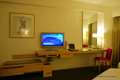 how to get to ibis hotel hong kong from airport