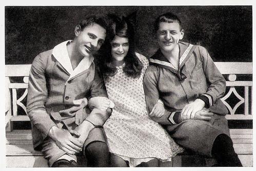 Eduard von Winterstein, Rosa Porten and Reinhold Schünzel in Die Erzkokette (1917)