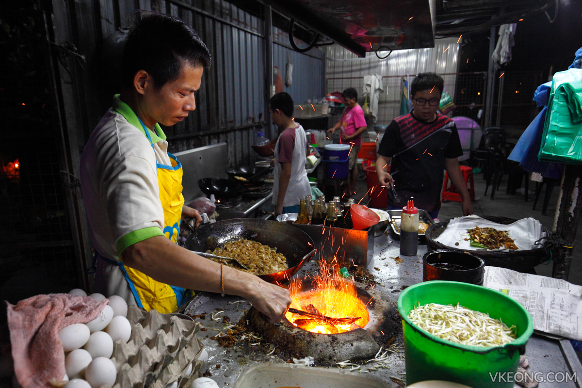 Char Koay Teow adjusting charcoal
