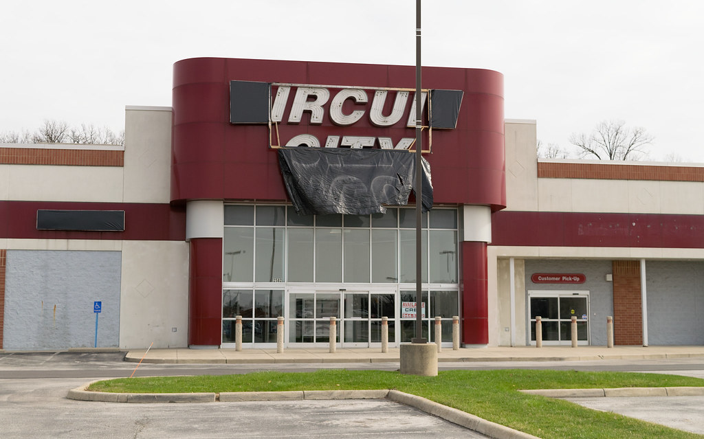 Former Columbus Circuit City Store
