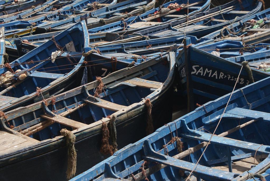 Les bateaux bleus dans le port d'Essaouira au Maroc.