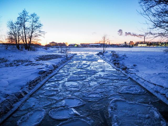 P1050762.jpgMeriHelsinkiSuomiTalviUunisaari,P1050748.jpgMerisumuSeafogHelsinkiFinlanduunisaari,P1050735.jpgUunisaariHelsinkiSUomi, finland, suomi, helsinki tips, visit helsinki, travel, matkat, ideat, vinkit, ideas, saari, island, winter, talvi, luonto, nature, pakkanen, freezing, snow, lumi, visit finland, kävellen uunisaareen talvella, walking to uunisaarin in winter, wintertime, talviaikaan, silta, bridge, meri usva, sumu, höyry, auringonlasku, sunset, ilta, evening, beautiful, kaunis, maisema, view,