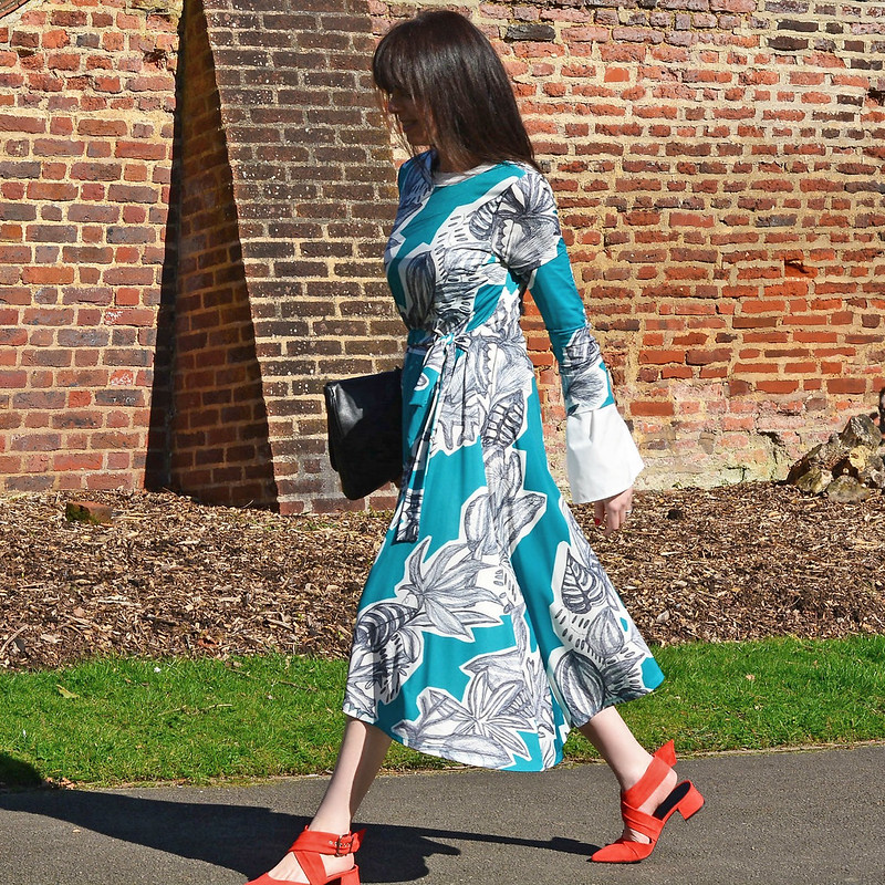 Over 40 fashion blogger Michelle (RetroChicMama) in Finery London SS17