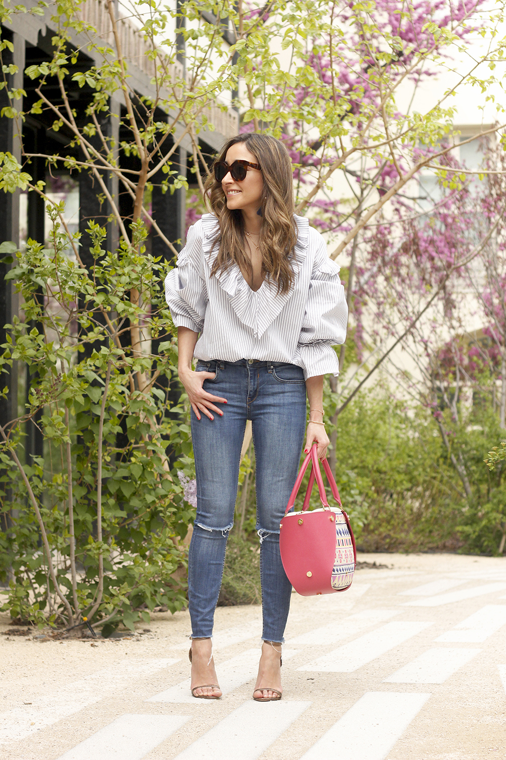 Ruffled striped shirt jeans céline sunnies sandals pamapamar bag accessories spring outfit style fashion03