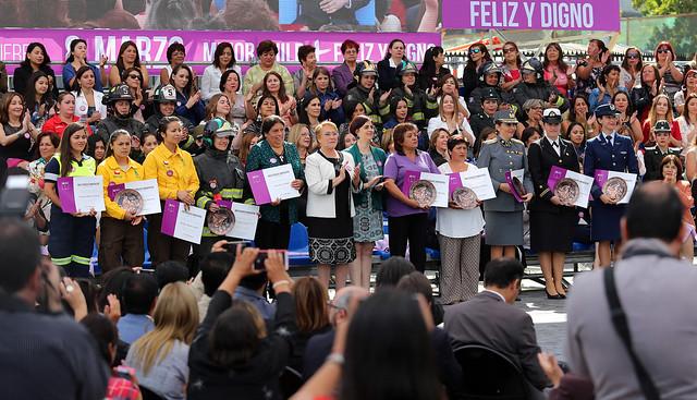 Ministro Fernández participó en acto de conmemoración del Día de la Mujer - La Pintana | 08.03.17