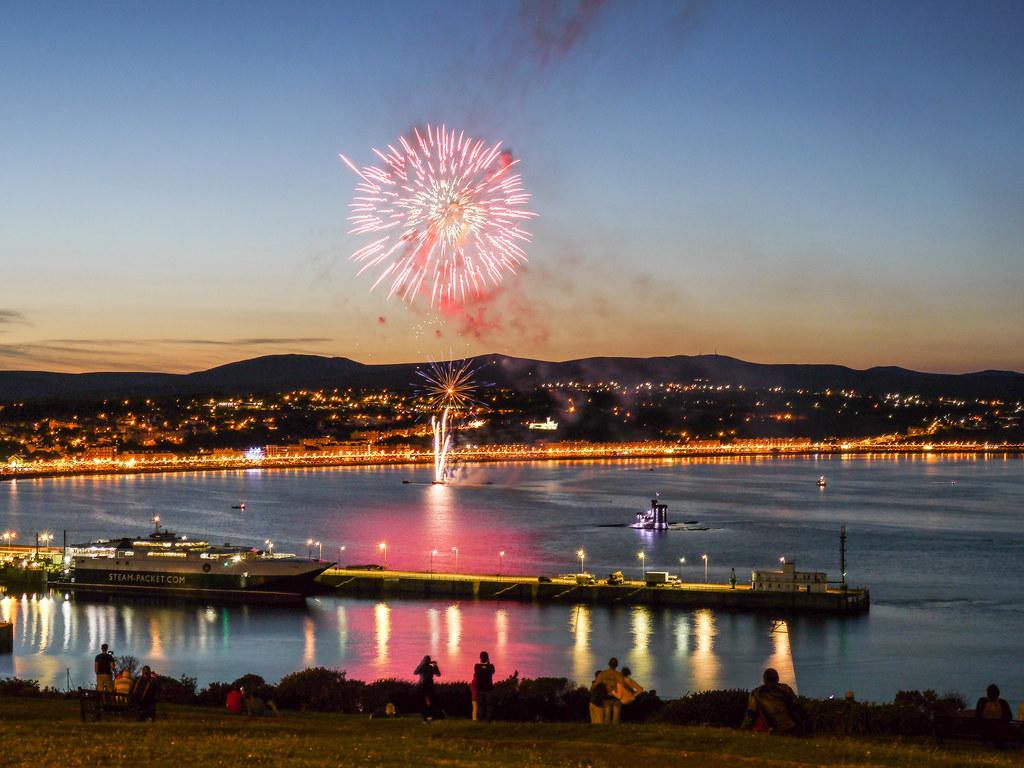 isle of man tt fireworks in douglas bay fireworks in dougl flickr isle of man tt fireworks in douglas bay by james qualtrough