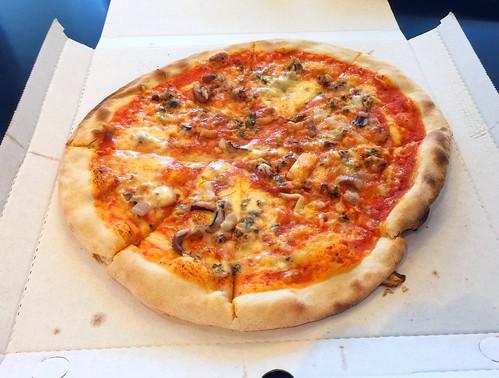 Pizza Maritim (with seafood / mit Meeresfrüchten)
