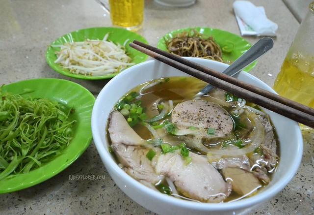 saigon food trip bun bo hue