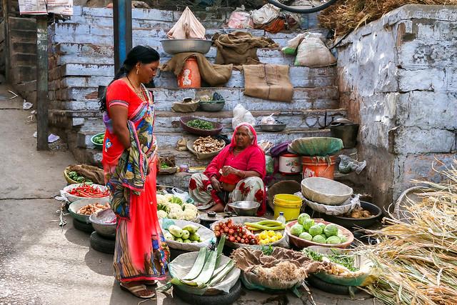 Street vegetable shop, Jodhpur, India ジョードプル バザールの路上野菜売り