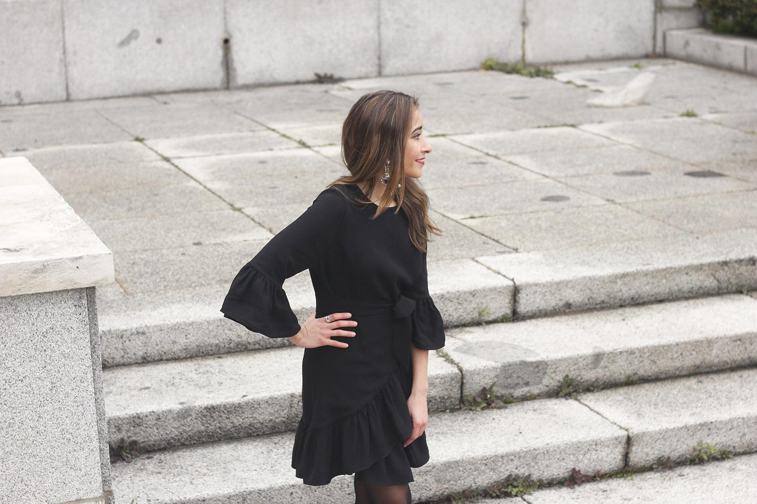 big earrings uterqüe black dress ruffles black heels style fashion outfit winter06
