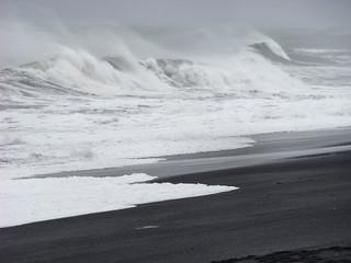 012 Ruwe zee bij Hvalnes