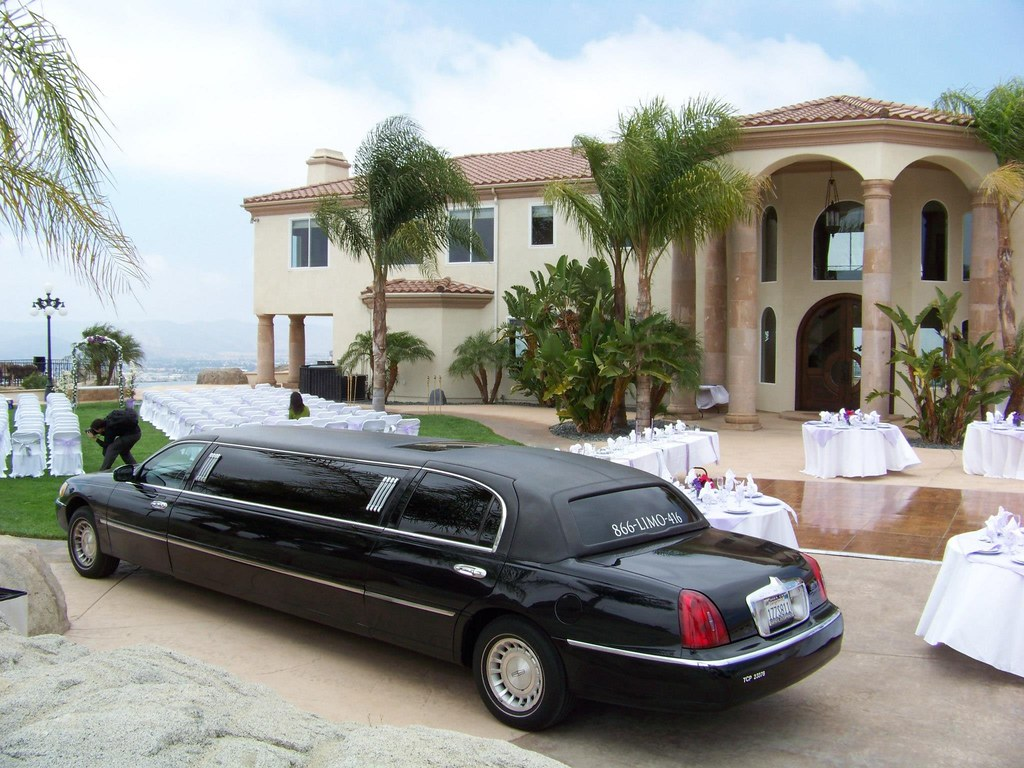 Ass Ic cl;assic black stretch 1   luxury limousine   paul