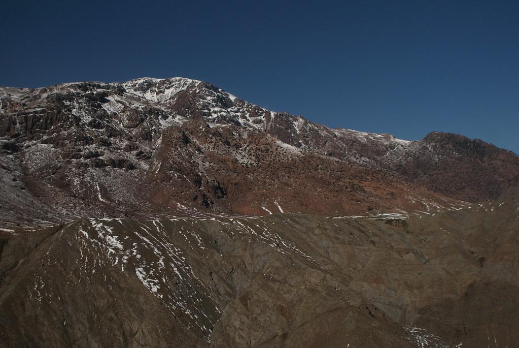 Neiges éparses peu avant le col de Tizi n' Tichka dans l'Atlas.