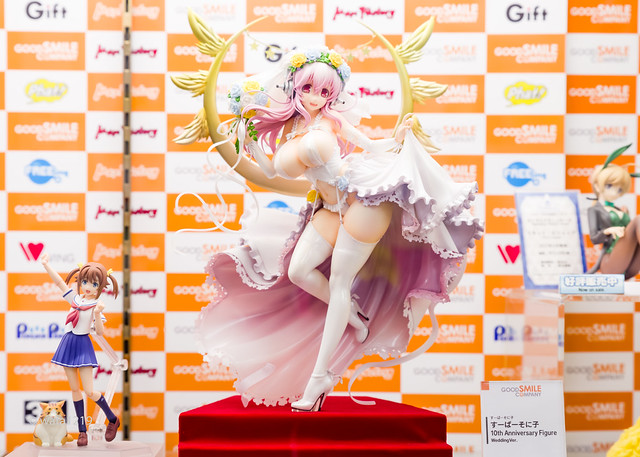 [GOODSMILE] SuperSonico 10th Anniversary Figure Wedding Ver. (5)