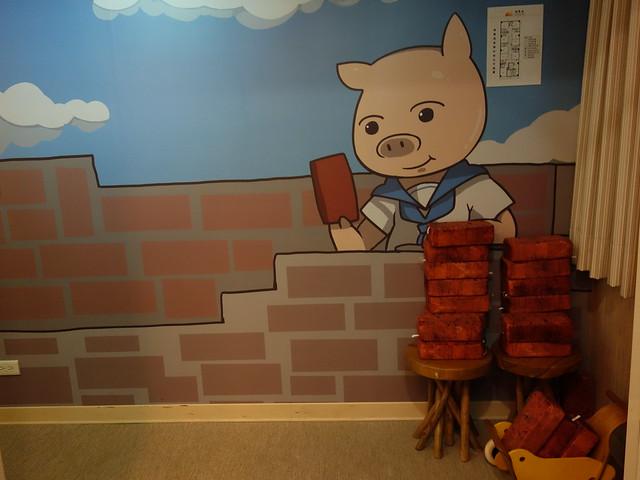 三樓主題是三隻小豬@清翼居童話館,近台北車站的住宿選擇