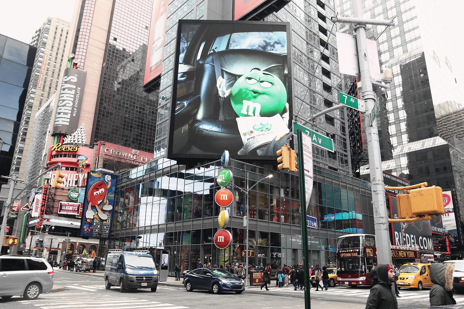 2022-timessquare-nyc-newyork-nyfw-newyorkfashionweek-newyorkcity-clothestoyouuu-elizabeeetht
