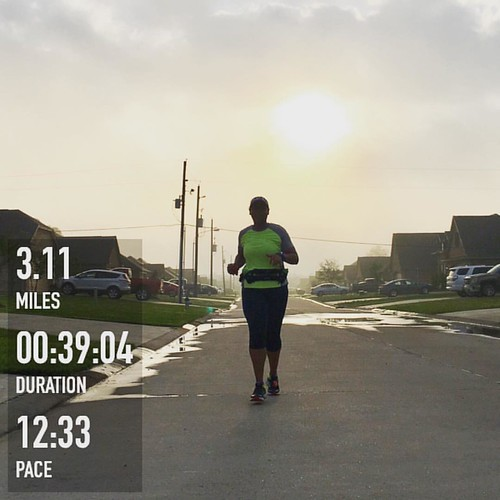 Making progress on a #Sunday morning. I wanted to #run a little longer this morning but sleep was much more appealing. But progress is progress and I'll take it. Consistency will take you places! • • • • • #webeatfat #fitfluential #sweatpink #fitspo #fit