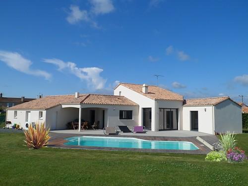 Maison traditionnelle avec piscine maisons de vend e for Maison traditionnelle turque