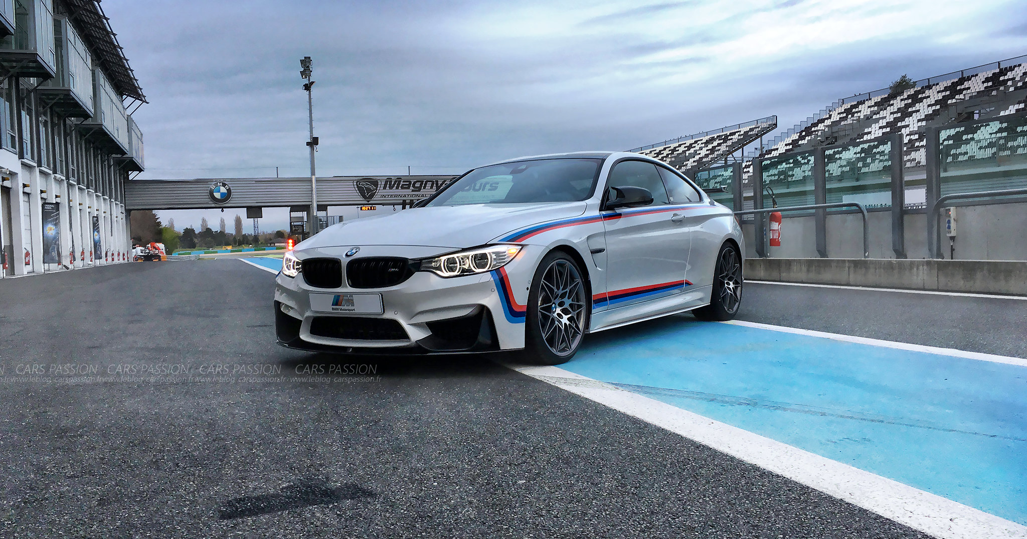 bmw-m2-M4-gts-magny-cours-drift-track (2)