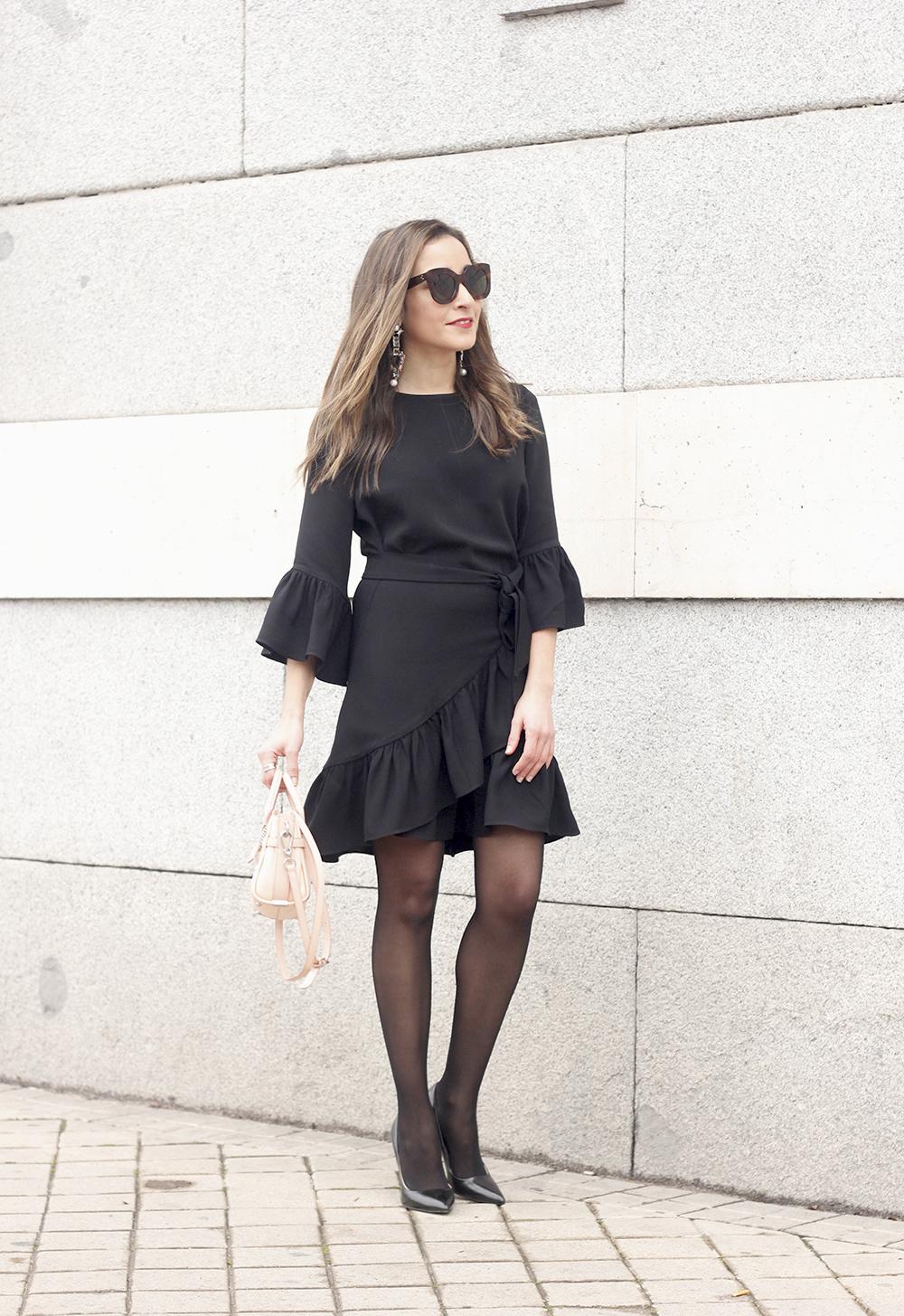 big earrings uterqüe black dress ruffles black heels style fashion outfit winter01