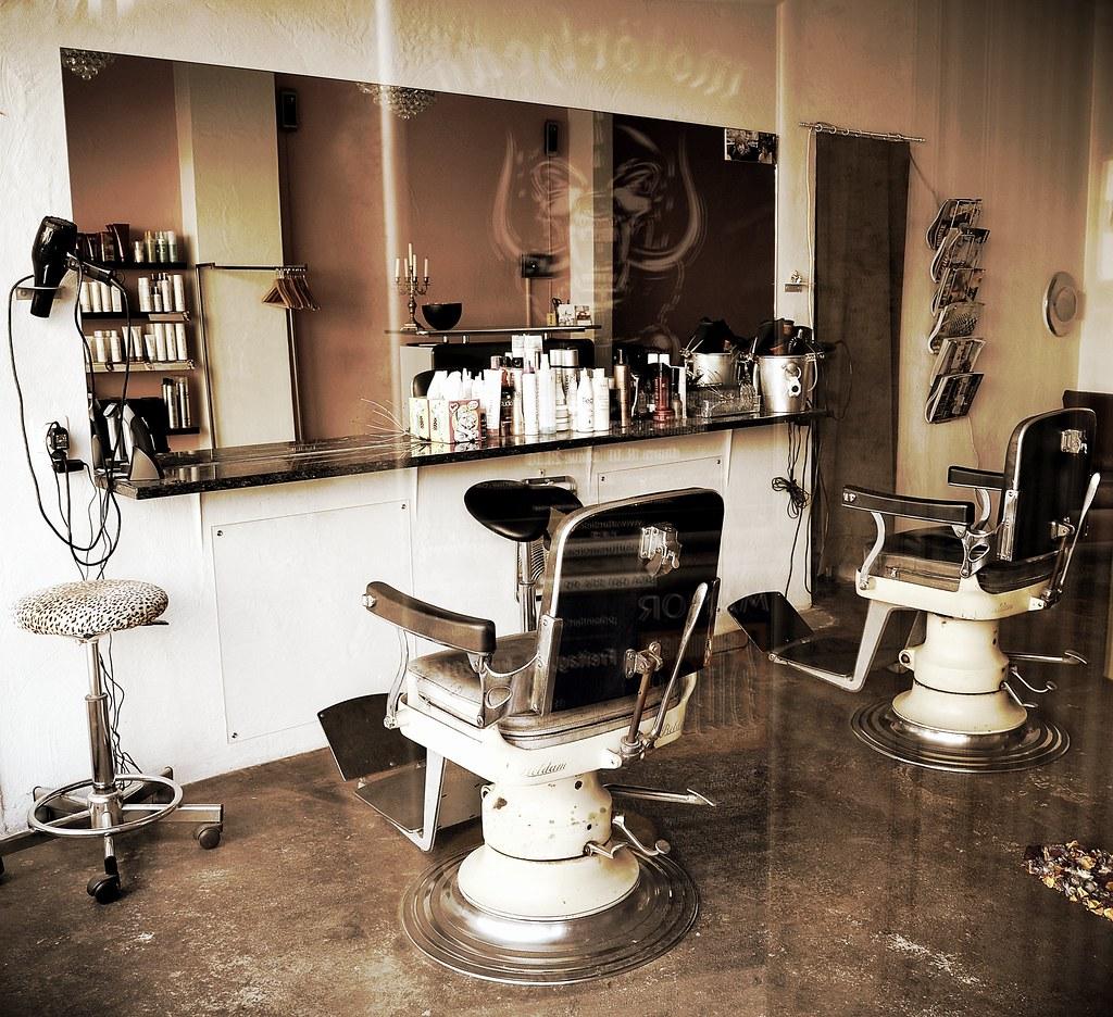 Salon de coiffure rétro - Retro hairdressing salon | Flickr