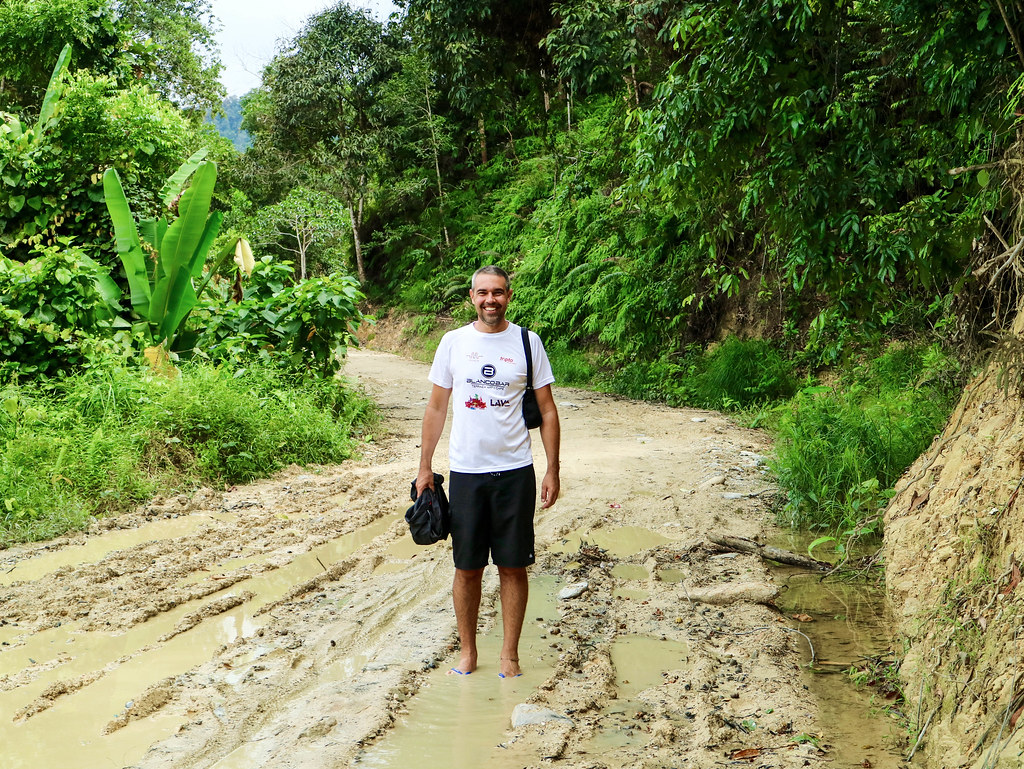 Sendero a la cascada de Pamuayan