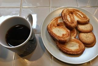 Peet's Coffee and Tea - Major Dickason's Blend Dark Roast Pour over almond cookies