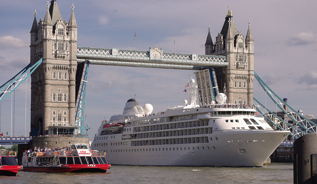 D The Cruise Ship SILVER CLOUD Arriving In London Flickr - Cruise ship in london