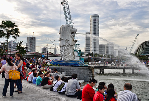 how to get to merlion park by bus
