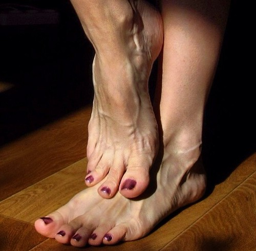 Veiny female feet