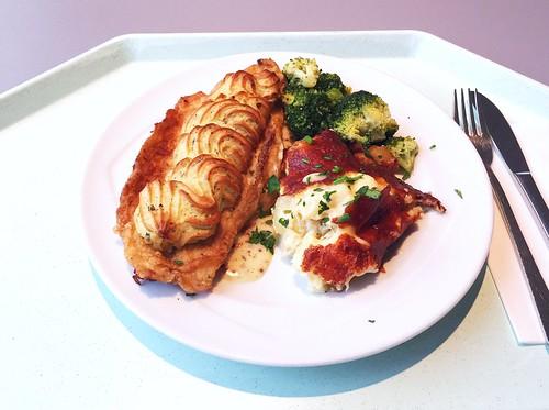 Baramundi filet with herb crust at dijon mustard sauce with broccoli & potato strudel / Baramundifilet mit Kräuterkruste an pikanter Dijon-Senfsauce, dazu Broccoli & Kartoffelstrudel