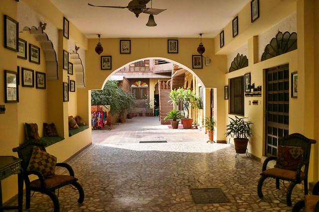 Entrance hall of Hotel Haveli Inn Pal, Jodhpur, India ジョードプル ホテル・ハヴェリ・イン・パルのオシャレな入口