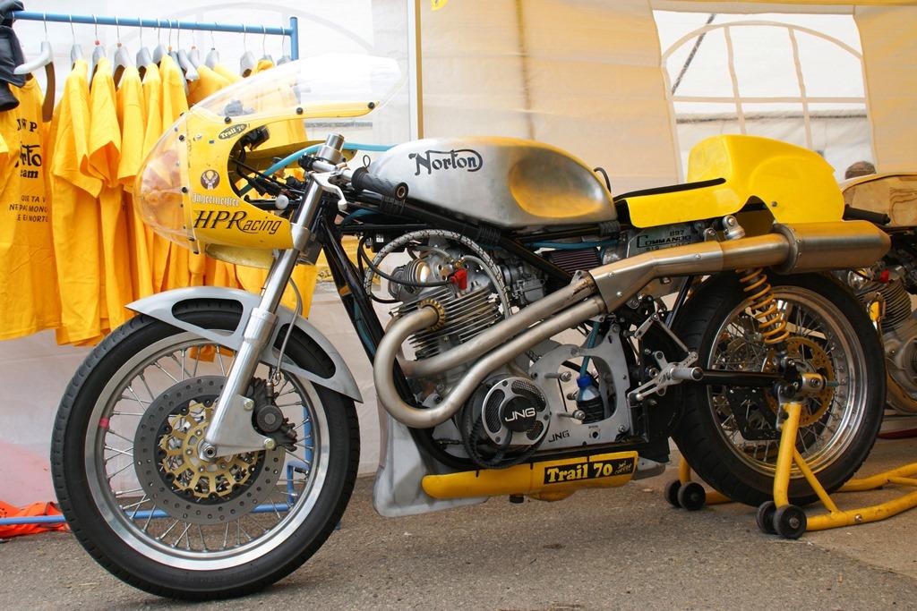 By Norton Commando Yellow Peril Sans Boite De Vitesses